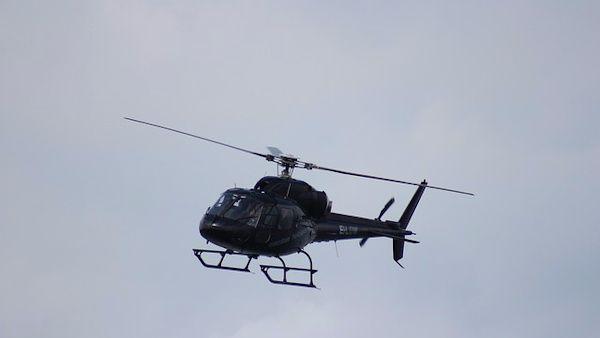 6latek oslepil pilota helikoptera