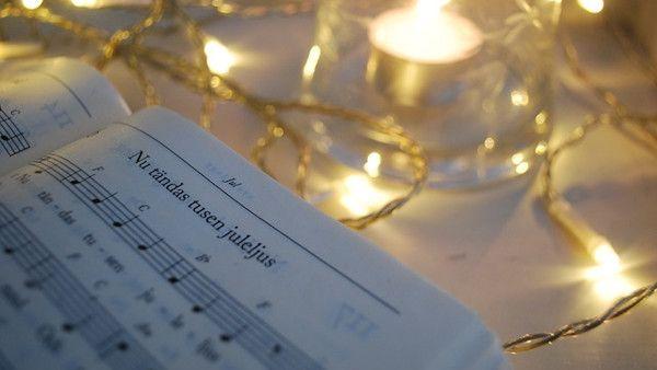 9latka odmowila hymn stojaco