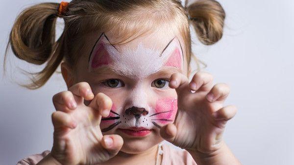 Dziewczynka poszkodowana kosmetyki