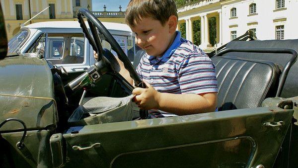 3latek uruchomil samochod
