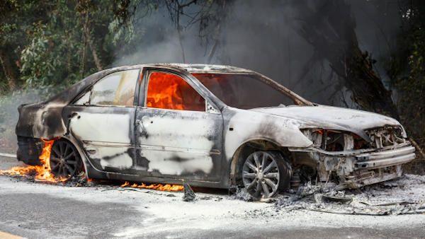 Dzieci podpalily samochod