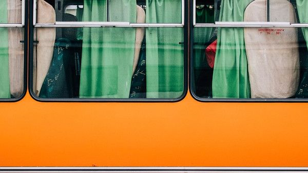 Dziecko spadlo okno autobusowe
