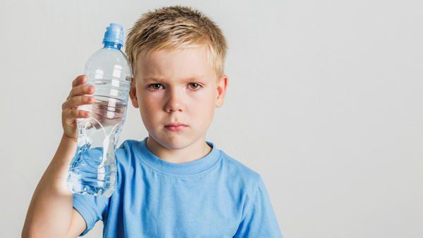 Oblewanie dzieci woda