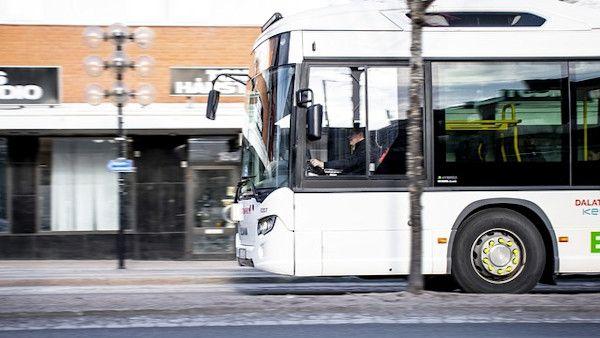Wystawil dziecko okno autobus