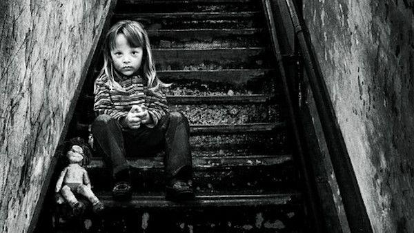 Zamknal dziecko klatka