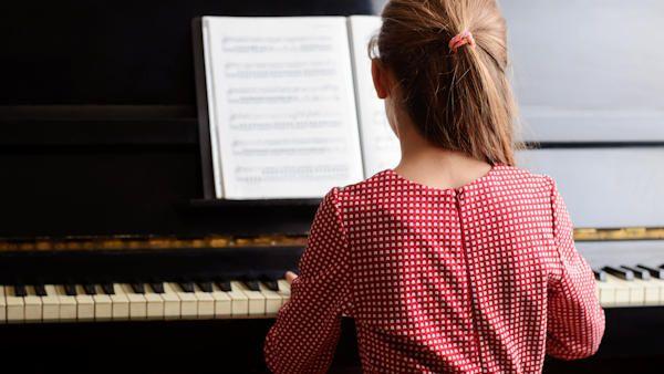 Dziecko szkola muzyczna