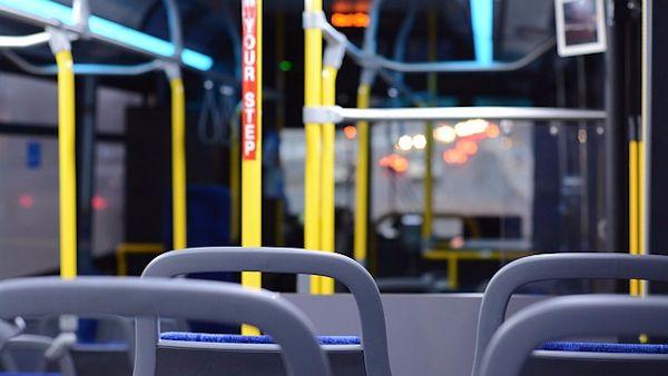 Czterolatek sam autobus