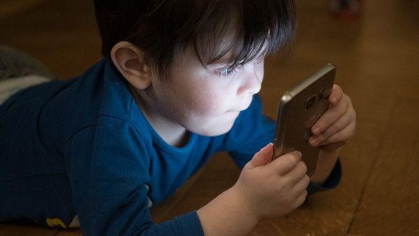 Dziecinstwo ekran