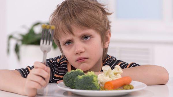 Sklonic dzieci jedzenie owoce warzywa