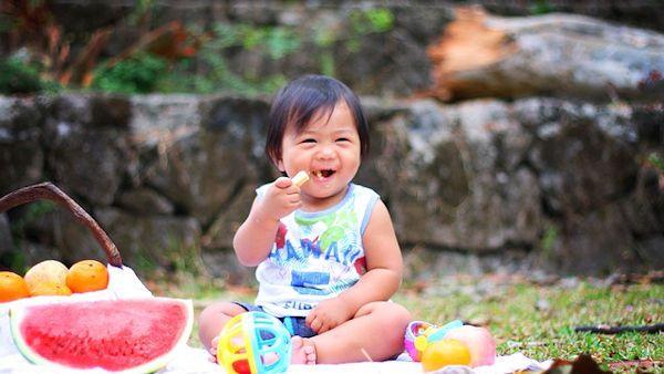 Zmuszanie dziecko jedzenie