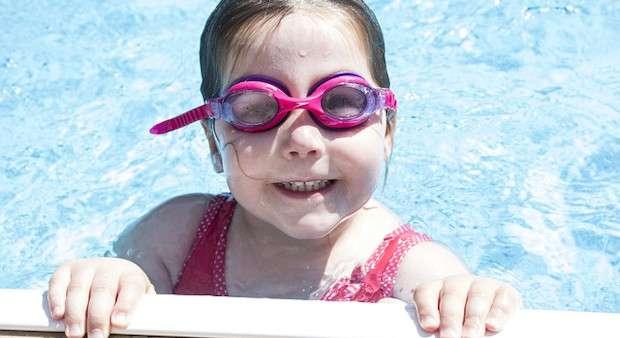 Dziecko z basenie