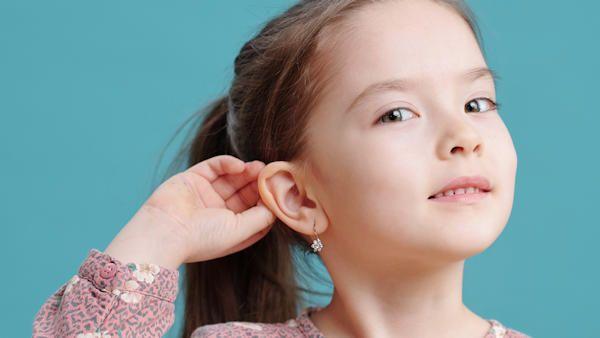 Przekluwanie uszu dziecku
